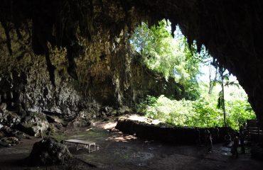Flores Batu Cermin Höhle