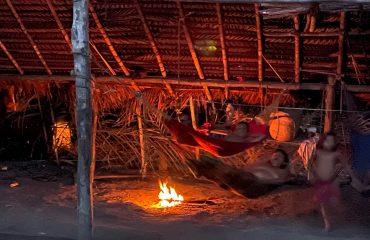 Yanomami Nacht im Shabono
