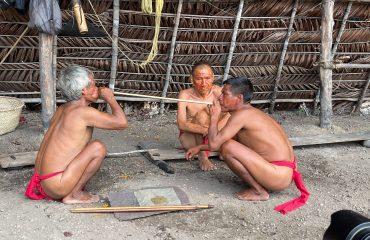 Yanomami beim Yopo
